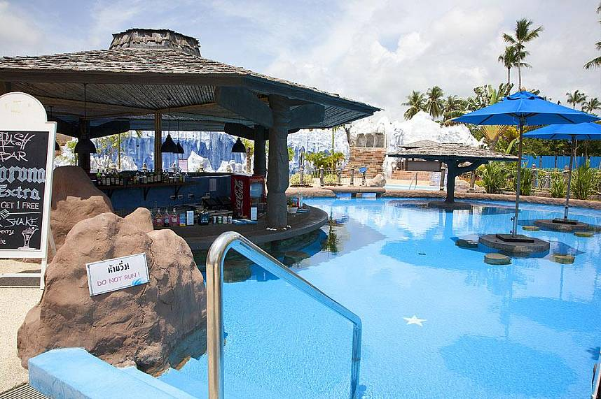 Enjoy a few hours full of adventure and fun at Splash Jungle Water Park Phuket