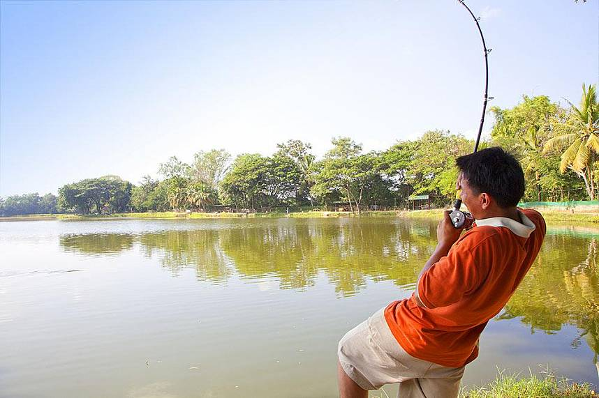 Show your fishing skills at Borsang Fishing Park Chiang Mai