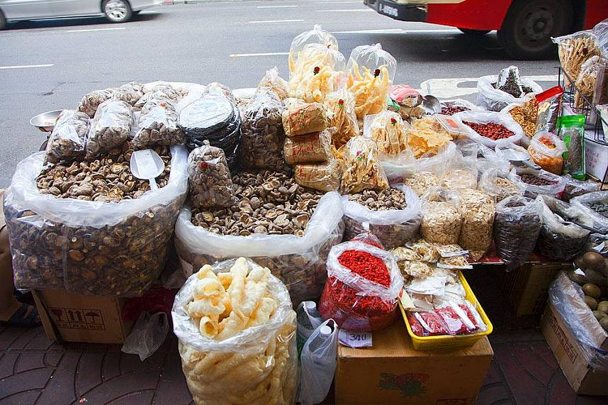 Bangkok China Town and Yaowarat Road offers a unique way to explore the Thai way of life