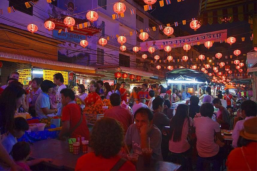 Enjoy a dinner in Bangkok China Town and Yaowarat Road