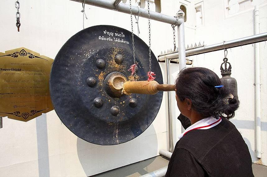 Experience during a visit at Golden Mount or Phukao Thong Bangkok the cultural way of Thai people