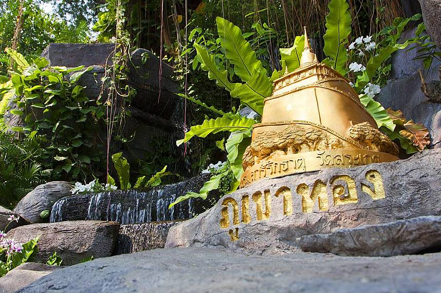 Visit during your Thailand holiday the sacred Phukao Thong or Golden Mount