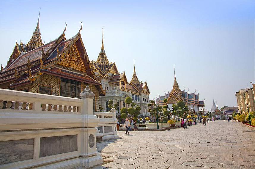 Tour the great Wat Phra Kaew Temple of the Emerald Buddha Bangkok