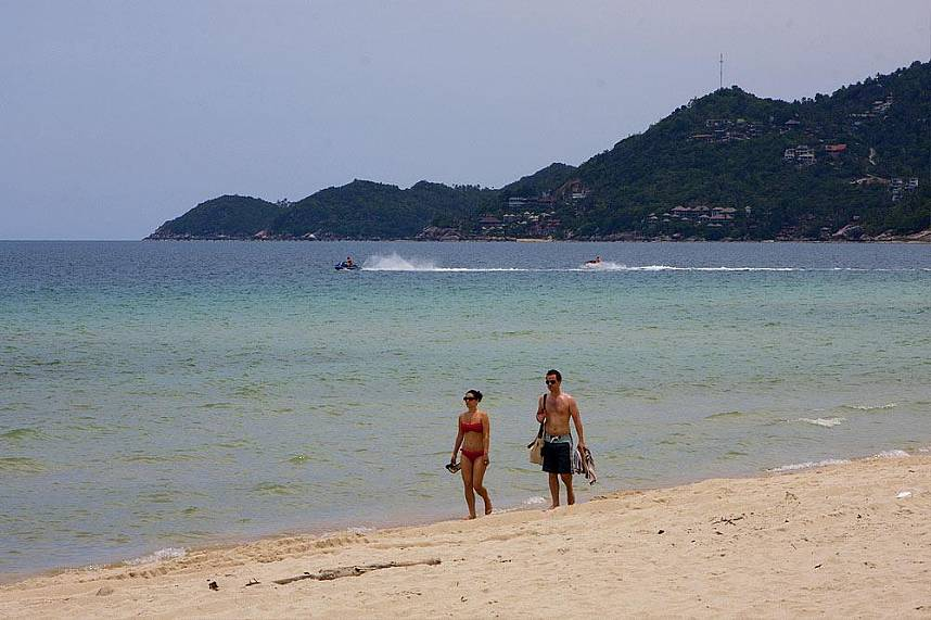 Have a stroll along the long Chaweng Beach at Koh Samui