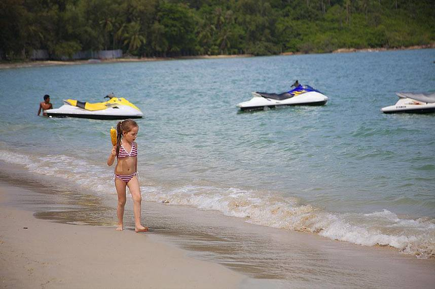 Choeng Mon Beach Koh Samui is a great place for a Thailand family holiday