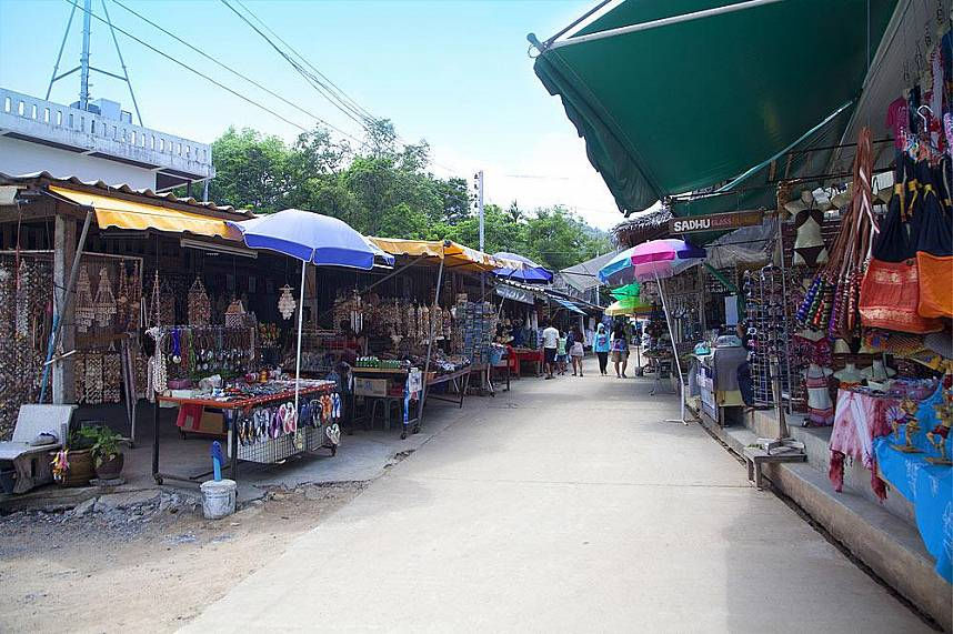 Shop for some amazing souvenirs at Grandfathers and grandmother rocks at Hin Ta Hin Yay Koh Samui
