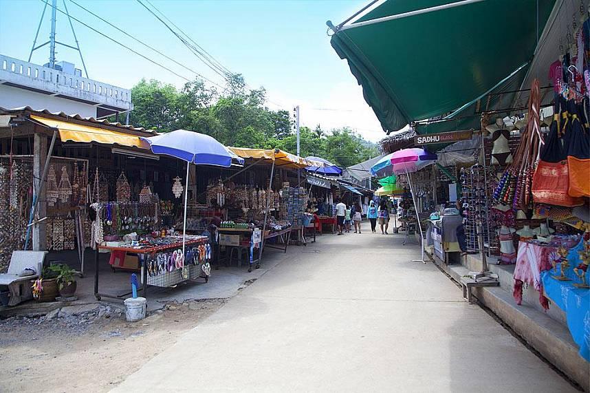 Shop for some amazing souvenirs at Grandfathers and grandmother rocks at Hin Ta Hin Yay Koh Samui