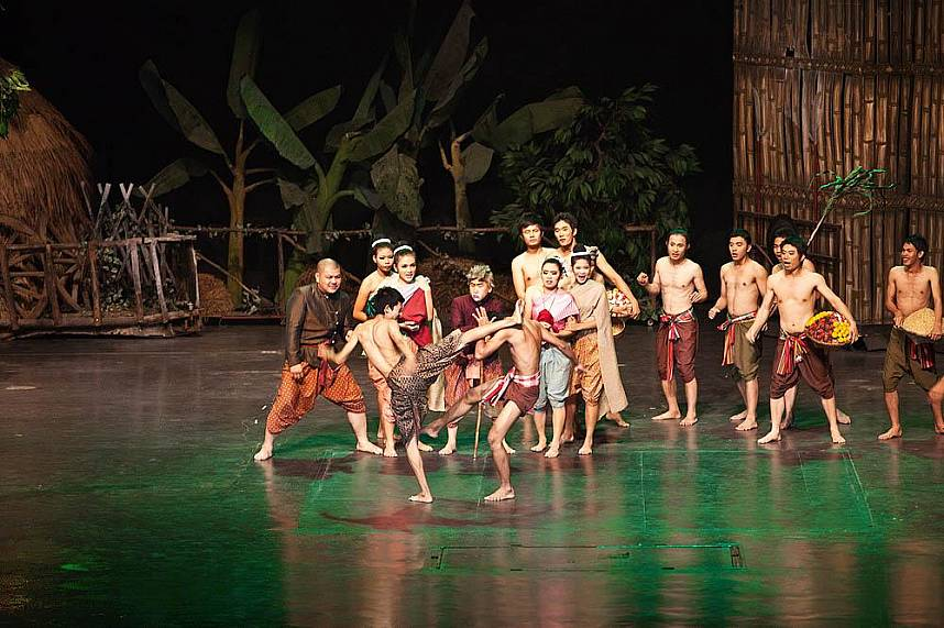 Ancient Thai kickboxing at Alangkarn Theater Pattaya