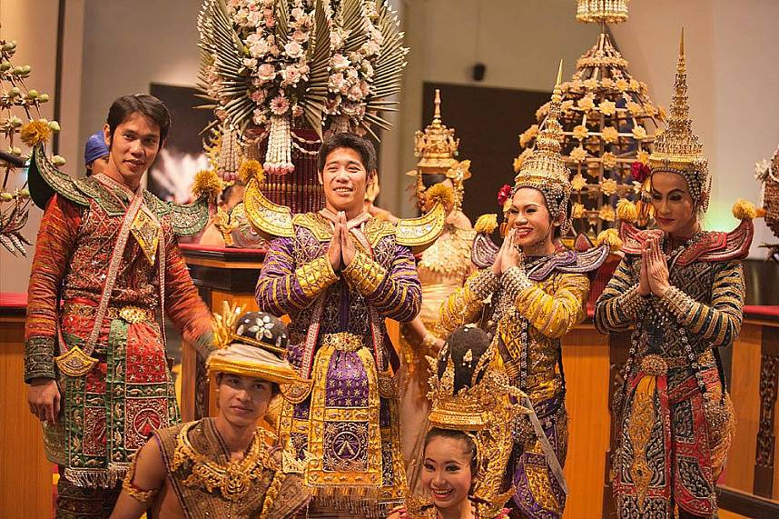 These artists show their culture at Alangkarn Theater Pattaya