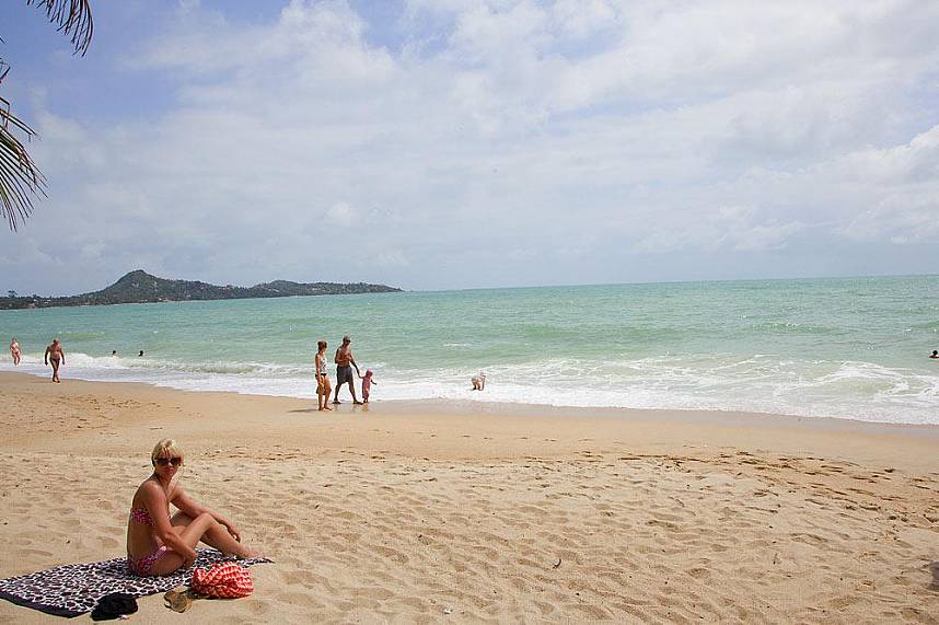 Get a suntan and swim in the clear water at Lamai Beach Koh Samui