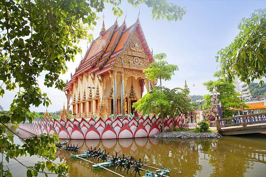 enjoy a splendid time at Suwannaram Temple (Wat Plai Laem) during your Thailand beach holiday at Samui