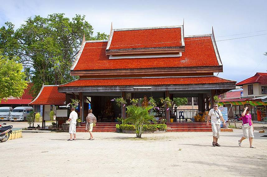 do not miss the famous Suwannaram Temple (Wat Plai Laem) Koh Samui