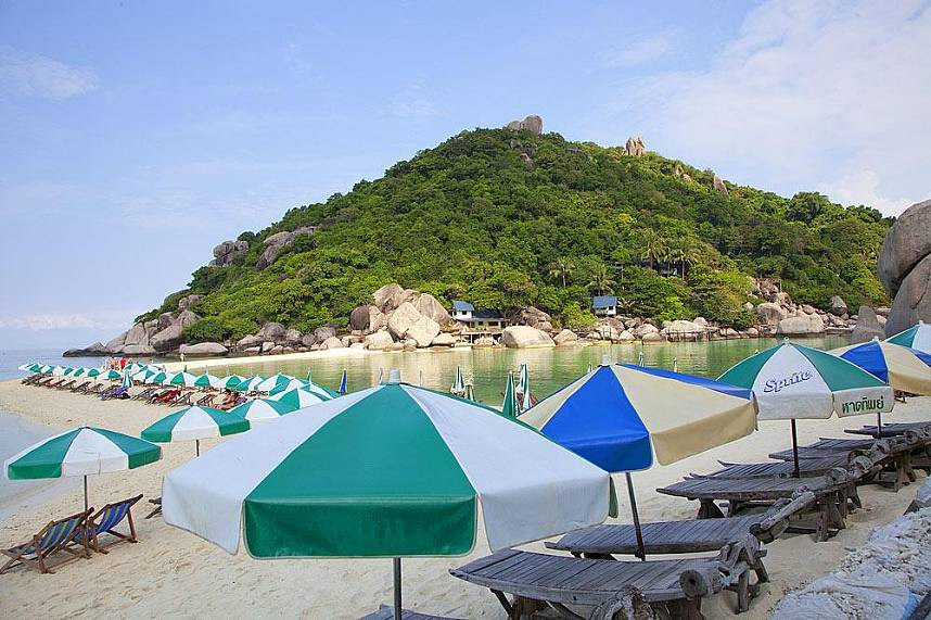 enjoy the beauty while relaxing in a beach chair on Koh Nang Yuan and Koh Tao