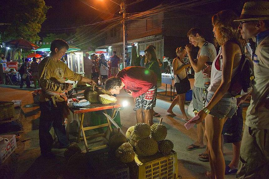 Get a taste of the King of fruits at Lamai Night Market Koh Samui