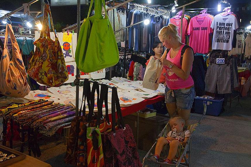 Spend a few hours at the Lamai Night Market in Samui