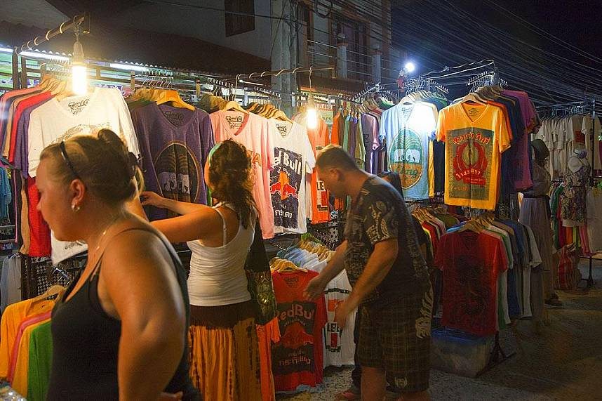 Great holiday gifts are waiting for you at Samui Lamai Night Market