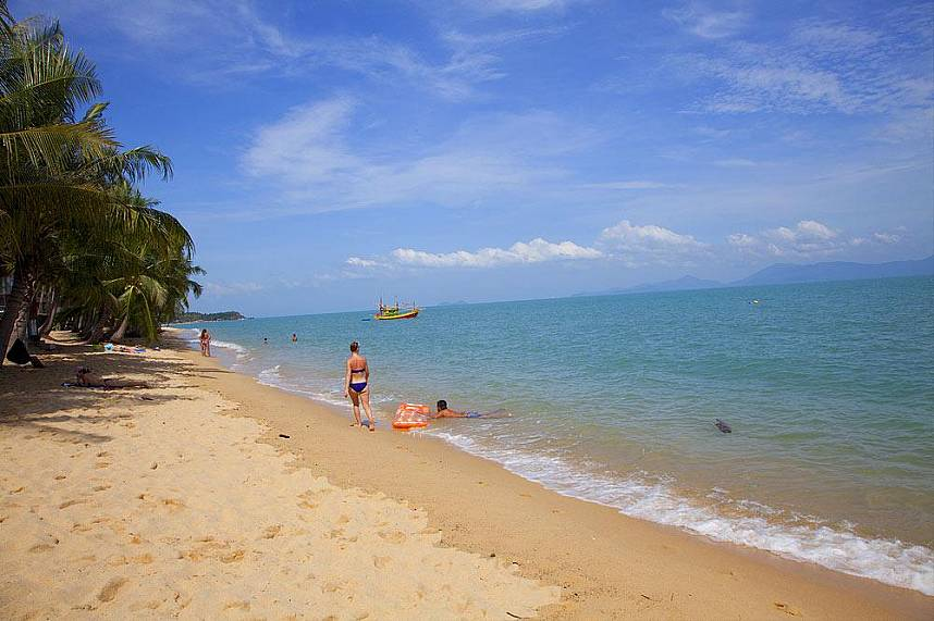 Golden sand and clear water awaits you at Maenam Beach Samui