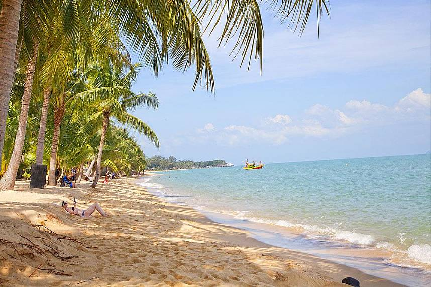 enjoy during your Thailand holiday at Samui the beautiful Maenam Beach
