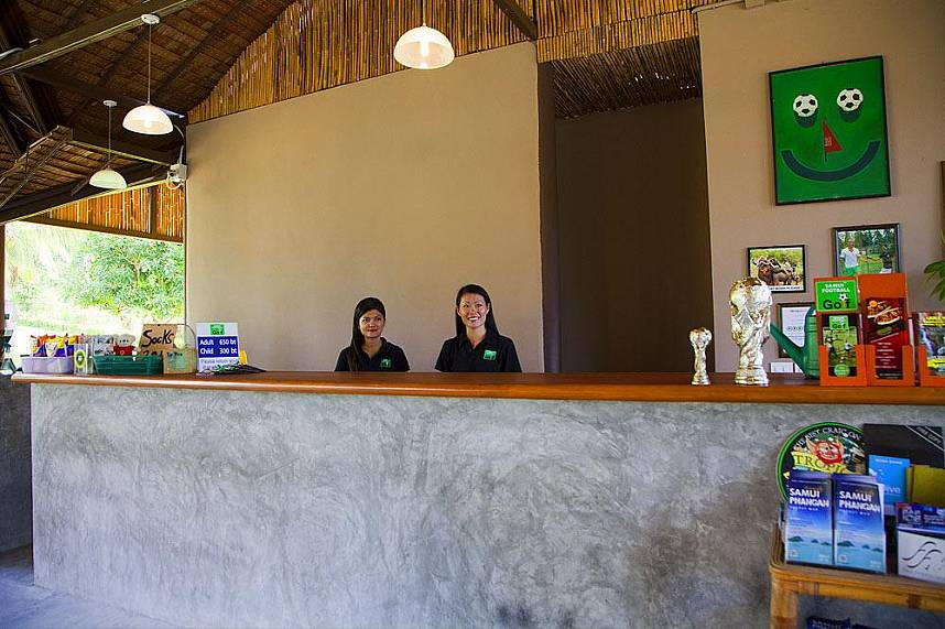 The world famous Thai smiles welcome you at Samui Football Golf