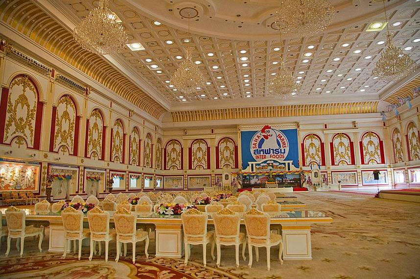 The huge banquet hall at Pattaya Baan Sukhawadee is amazing