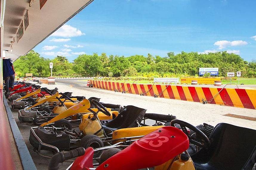 Ready for an adventurous circuit at Speedway Karts Go-Karting in Pattaya