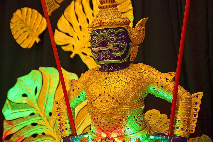 Miniature Royal Barge Perfomance Pattaya is a must see place during a Thailand holiday
