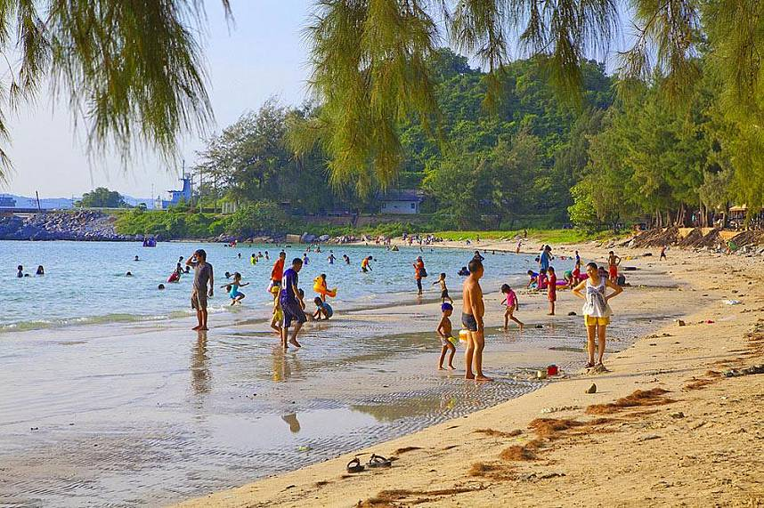 A real paradise awaits you for a great day at the Nang Rum Beach in Sattahip