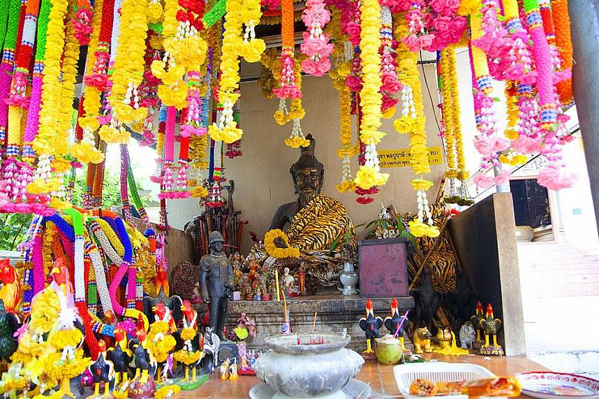 Beautiful shrine at Pattaya Khao Phra Bat temple
