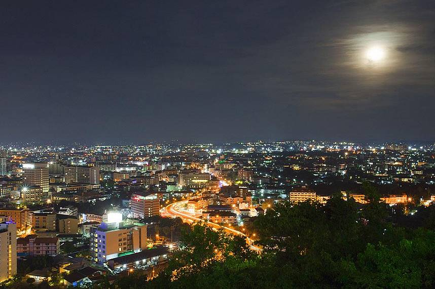 Specially in the evening Pratumnak Hill View Point Pattaya is a much visited place
