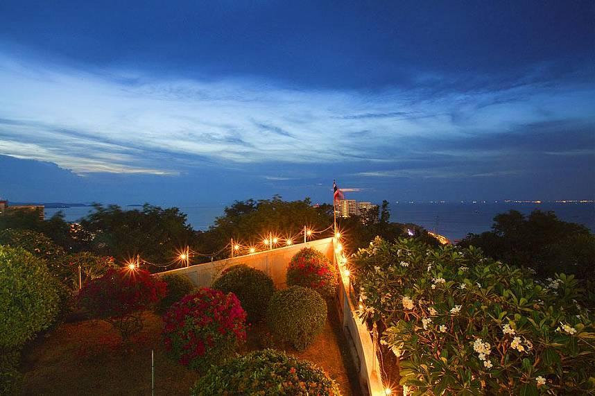 Pratumnak Hill View Point Pattaya is placed between Pattaya City and Jomtien
