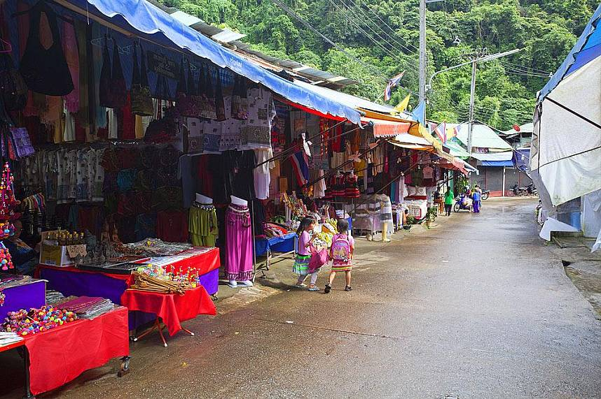 Doi Pui Hmong Village Chiang Mai is a great place for handicrafts