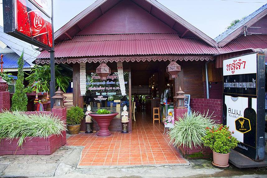 Chiang Rai One Day Trip is a good way to see the most important sights
