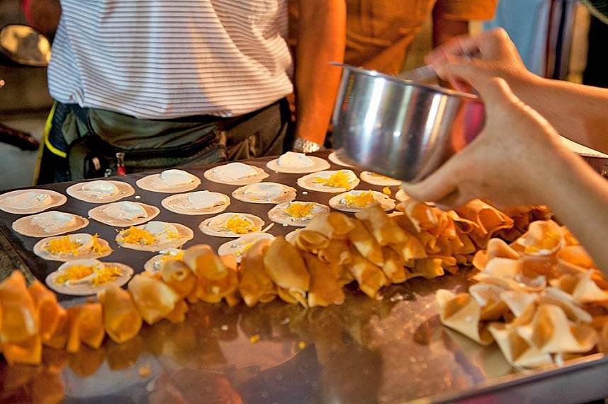 Get during your Chiang Rai One Day Trip some great local sweets