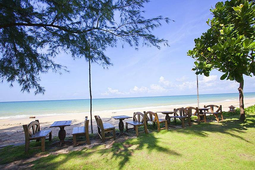 There are many romantic places along the Beaches in Koh Lanta