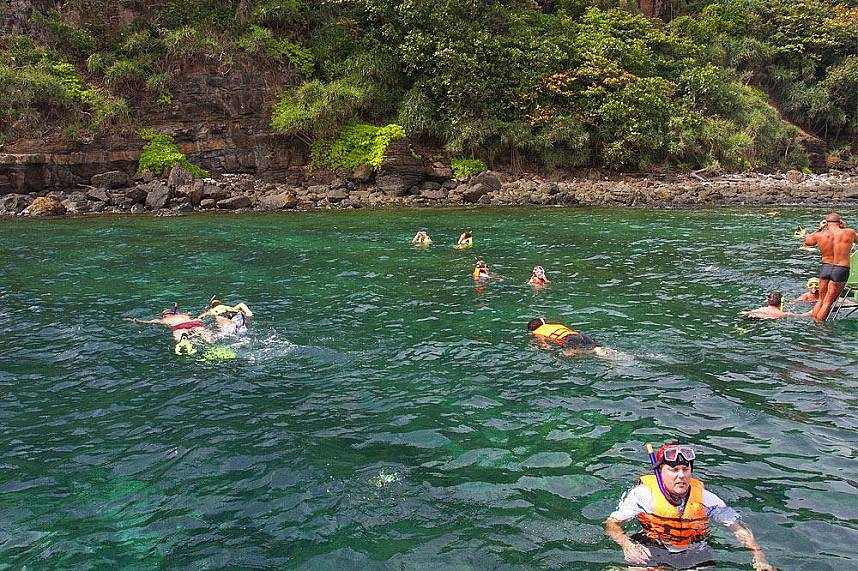 Koh Rock offers you during a day trip from Koh Lanta some great snorkeling places
