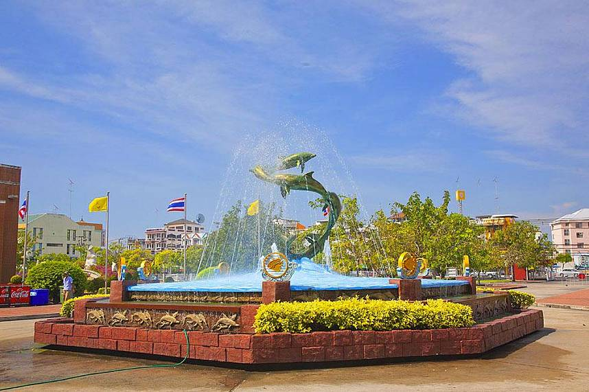 A day tour for the whole family to Bang Saen Aquarium Near Pattaya