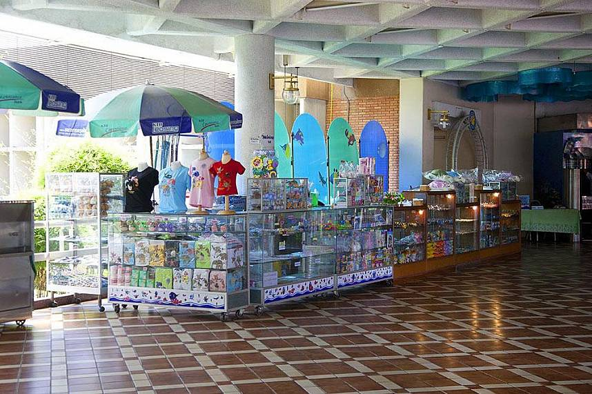 Great souvenirs for all ages at Bang Saen Aquarium Near Pattaya