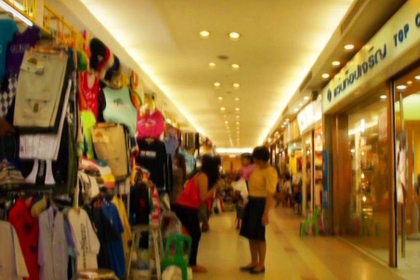 Some small shops at Mikes Shopping Mall in Pattaya invite every Pattaya tourist for great bargains