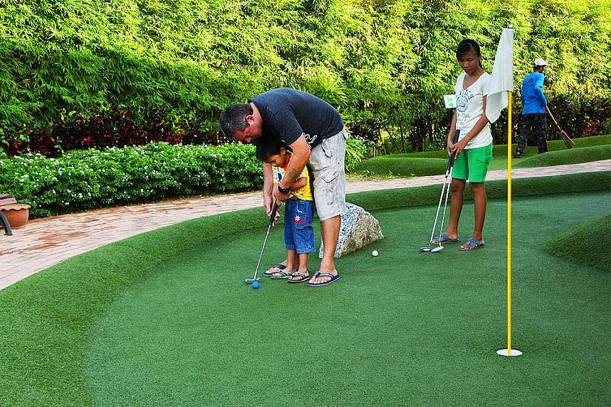Enjoy a fun game during your Phuket family beach holiday at Phuket Adventure Mini Golf