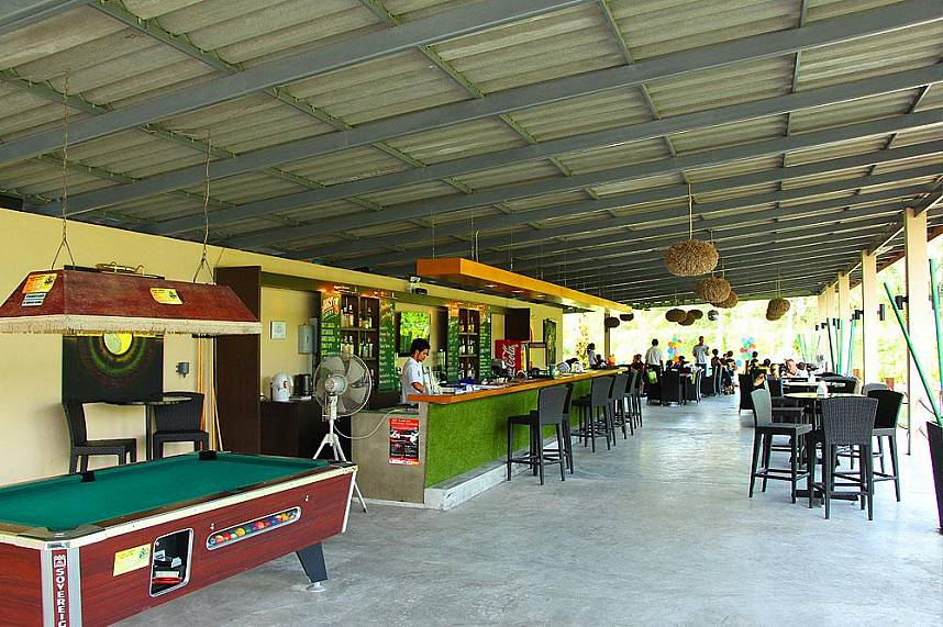 Phuket Adventure Mini Golf has a bar and restaurant