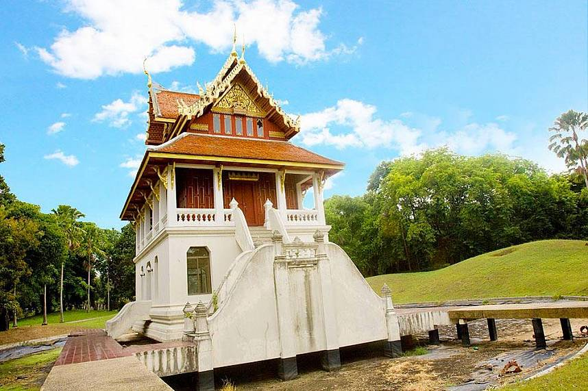 One of several temple buildings at Pattaya Wat Yansangwararam - short Wat Yan