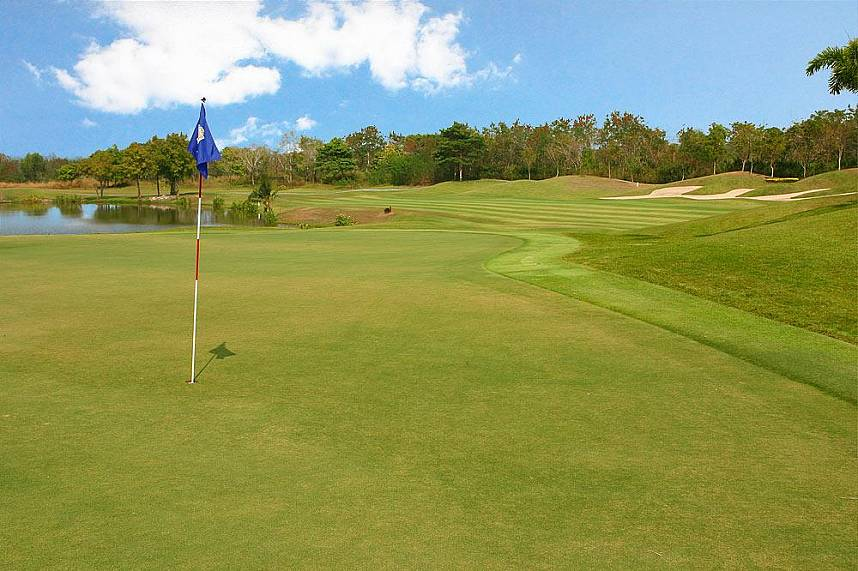 Top maintained golf course at St. Andrews 2000 Golf Club Pattaya