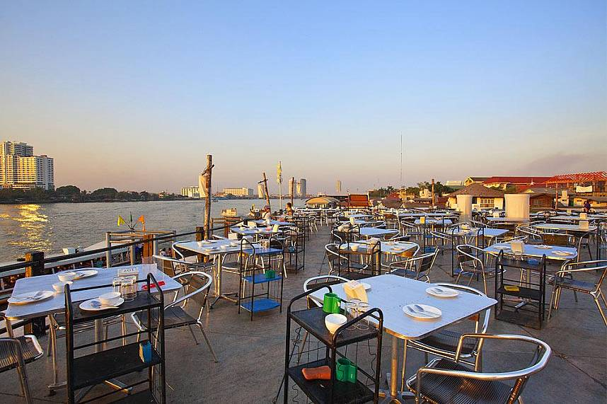 And your sightseeing tour at the riverfront Inn Love Restaurant Bangkok