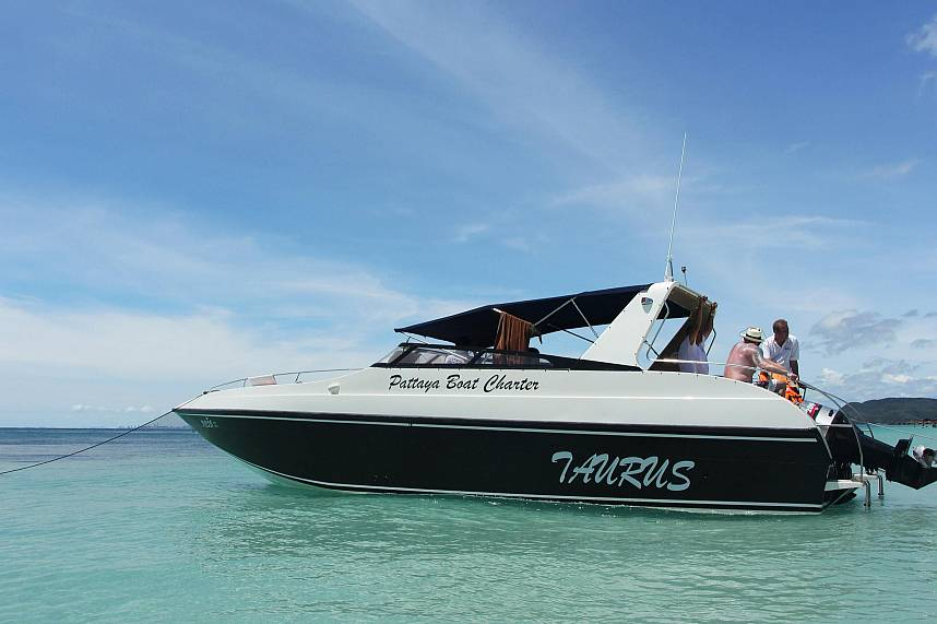 Pattaya Boat Charter bring tourists to great spots for a swim