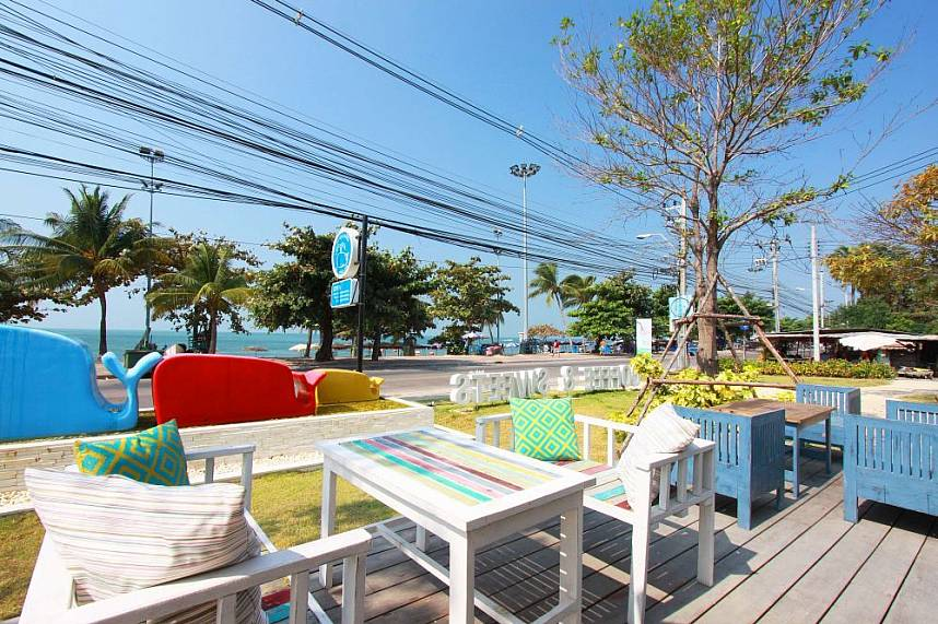 From Coffee and Sweets Pattaya terrace you have a great sea view