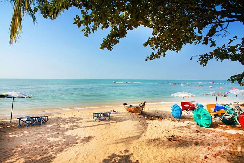 Nice sandy beach with sun-chairs just opposite Jomtien Coffee and Sweets