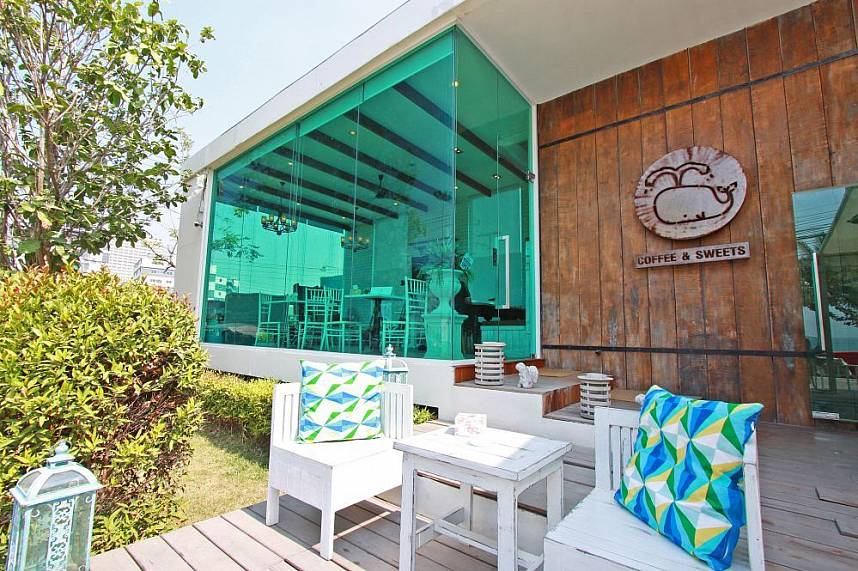 Beachside Coffee and Sweets Jomtien has seatings on the terrace and inside