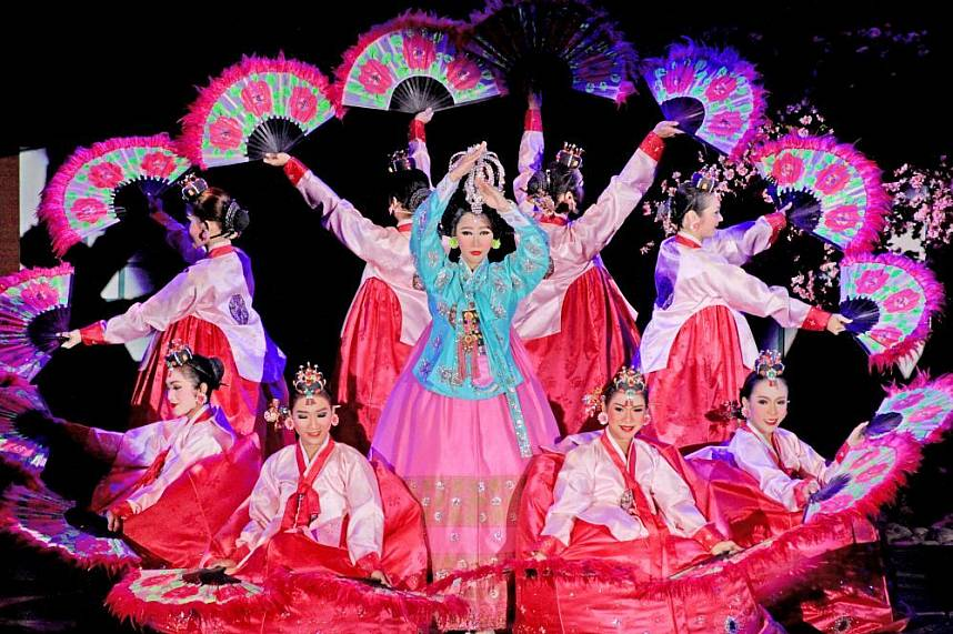 A Chinese dance performance by ladyboys at Pattaya Colosseum Cabaret Show