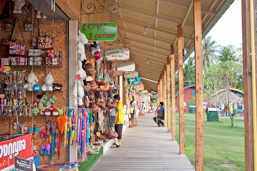 Pattaya Sheep Farm Banglamung offers plenty of shops for a holiday present
