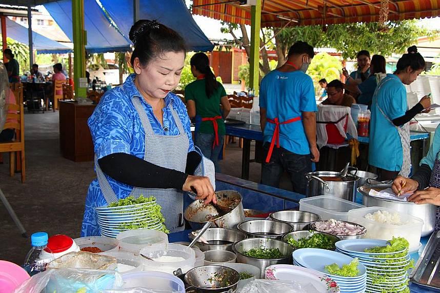 A Thai cook prepares a special dish at Pattaya Som Tum Pa Mon restaurant